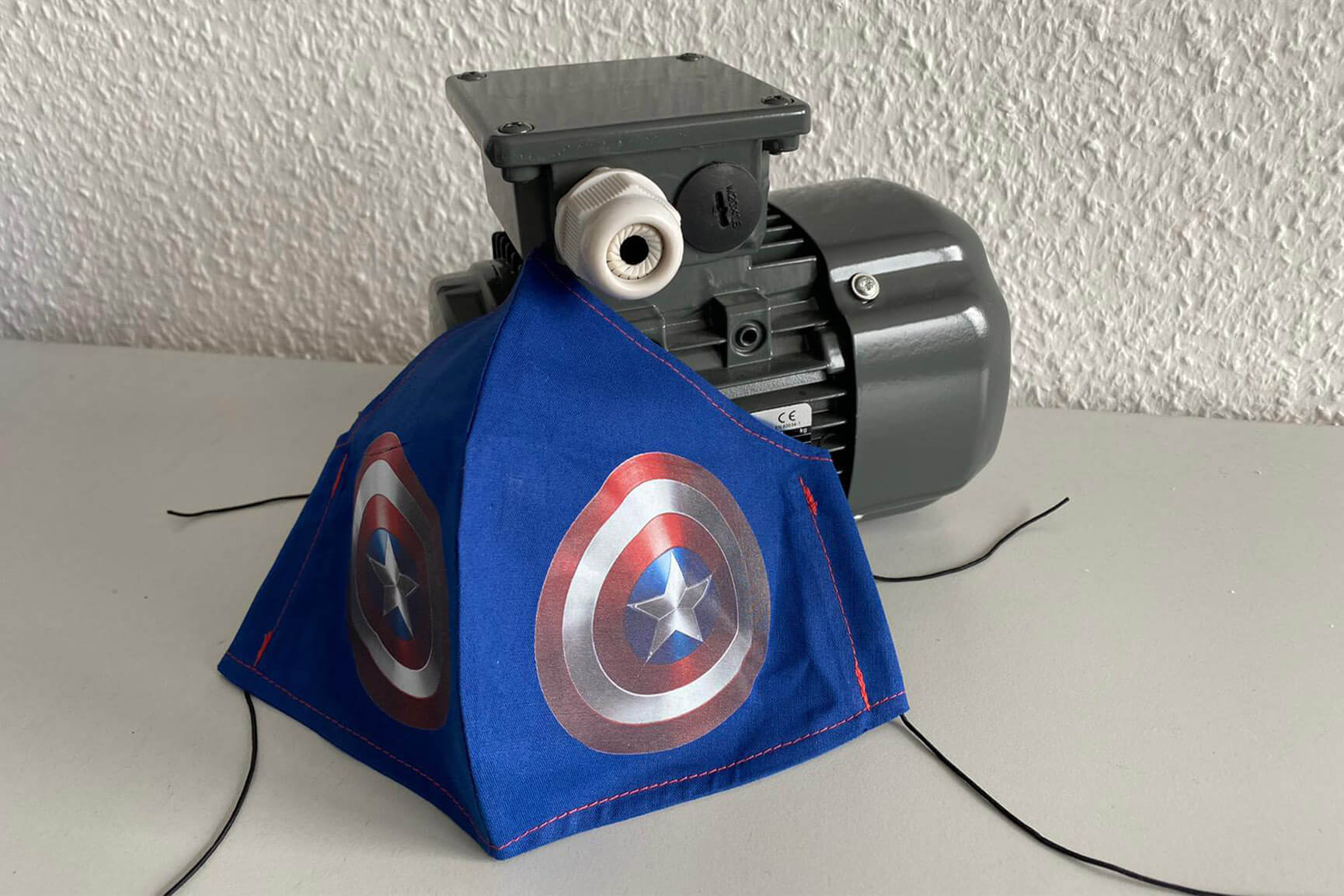 ac-motoren-aktuelles-unser-neuer-alltag-titelbild-captain-america-maske-mit-motor
